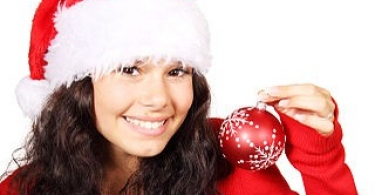 http://upload.wikimedia.org/wikipedia/commons/thumb/c/c3/Santaclaus_girl.jpg/320px-Santaclaus_girl.jpg